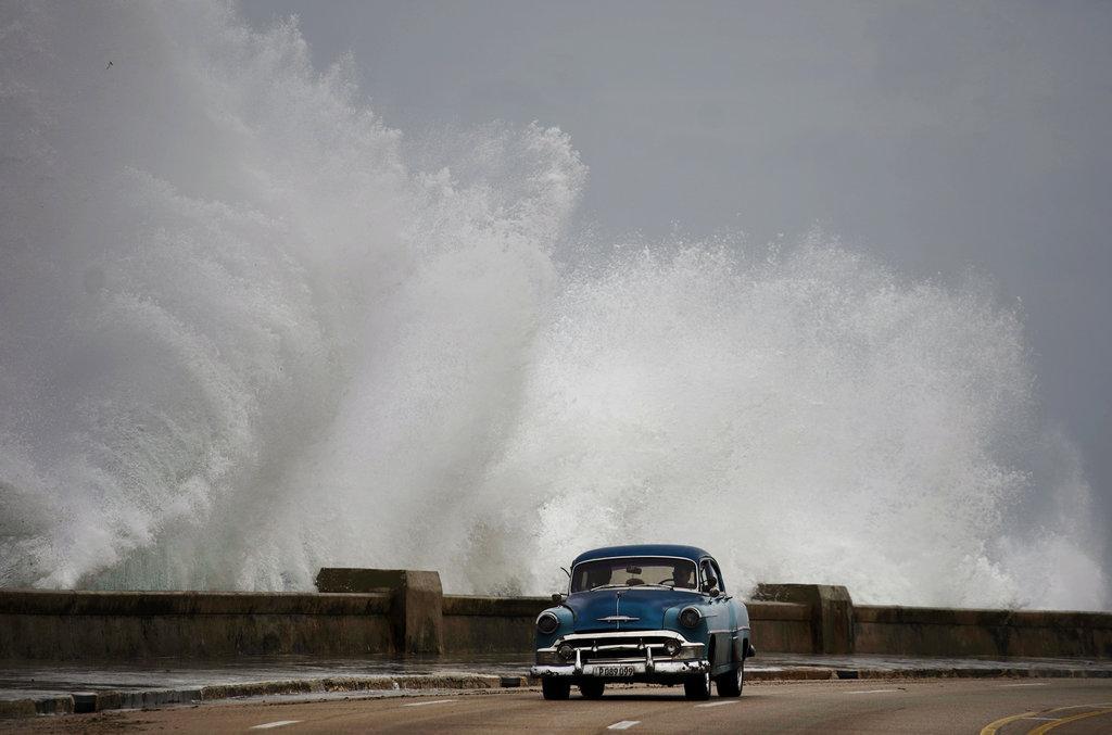 """فلوريدا: تراجع قوة الإعصار """"مايكل"""""""