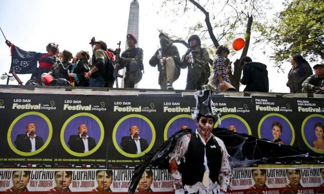 """""""مسيرة الزومبي"""" في التشيلي (صور)"""