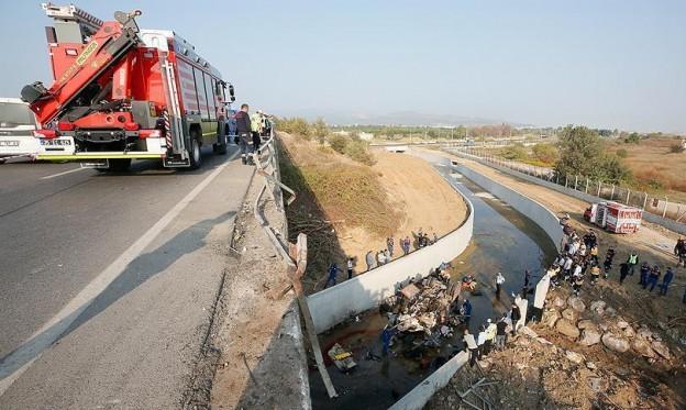 تركيا: مصرع 22 مهاجرا بينهم أطفال بحادث تحطم شاحنة