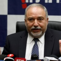 ليبرمان: لا خيار سوى شن عدوان جديد ضد غزة