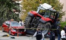 تركيا: سائق جرار يصدم مركبات متجها إلى مقر السفير الإسرائيلي
