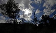حالة الطقس: غائم جزئيا وأمطار محلية شمالي البلاد ومركزها