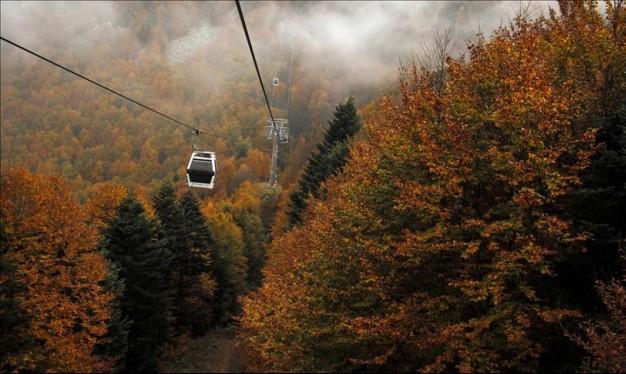 سفوح جبال أولوداغ التركية تستقبلُ الخريف