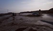 أمطار بالجنوب وفيضانات تغلق شارع وادي عربة