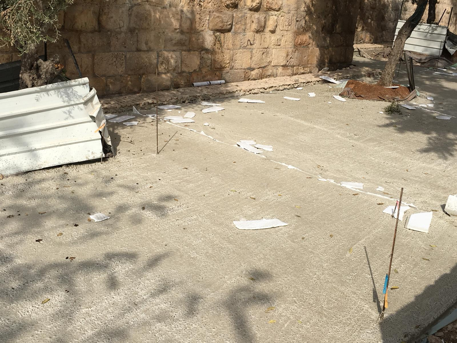 الاحتلال يواصل الاعتداء على المقبرة اليوسفية بالقدس