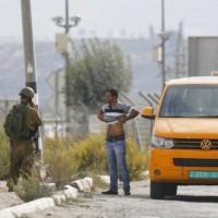 مستوطنون يعطبون إطارات مركبات بمردا والاحتلال يعتقل 10 فلسطينيين