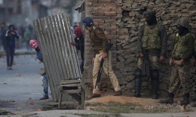 مواجهات بين الشباب الكاشميري والجيش الهندي