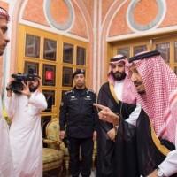 """الملك السعوديّ وابنه """"يعزّيان"""" نجلَي خاشقجي بوفاة والدهما"""