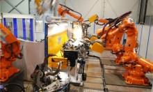 """""""إيه بي بي"""": روبوتات تصنّع روبوتات في الصين"""