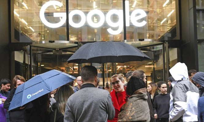 """موظفو """"جوجل"""" يتظاهرون ضد التمييز والتحرش الجنسي بالشركة"""