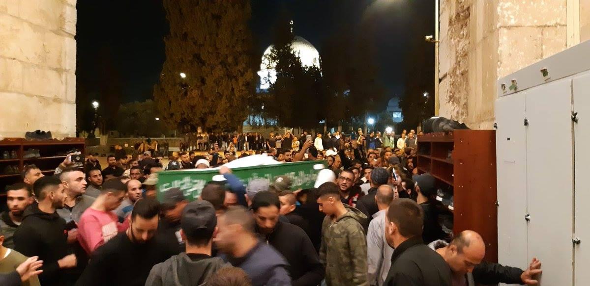 """القدس: جماهير غفيرة في تشييع ضحايا """"حادث الأغوار"""""""