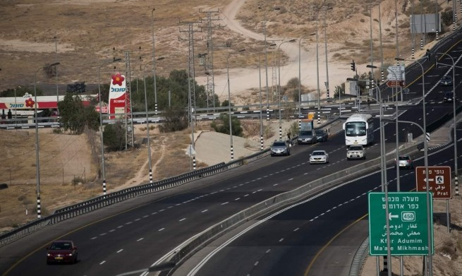 إطلاق النار على فلسطينية بادعاء محاولة تنفيذ عملية طعن