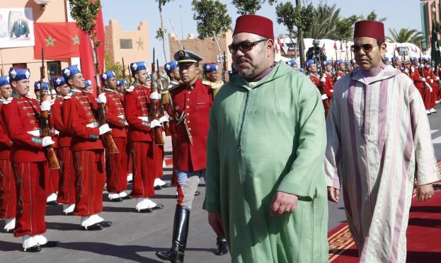 ملك المغرب يدعو الجزائر للحوار وتطبيع العلاقات
