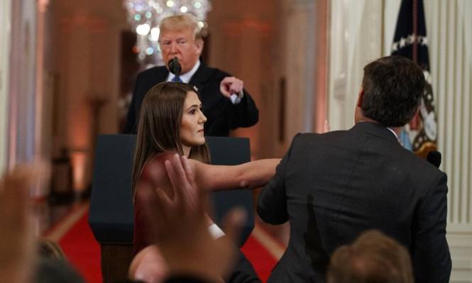 """ترامب يُهاجم صحافيين ويصف أحدهم بـ""""عدو الناس"""""""