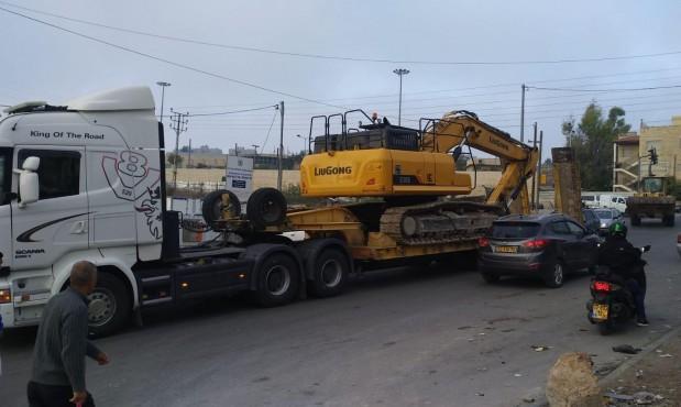 الاحتلال يهدم عمارة سكنية في مخيم شعفاط