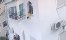 العزير: نجاة طفلة سقطت من الطابق الثالث