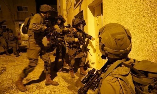 اعتقالات بالضفة والاحتلال يحاصر دير أبو مشعل