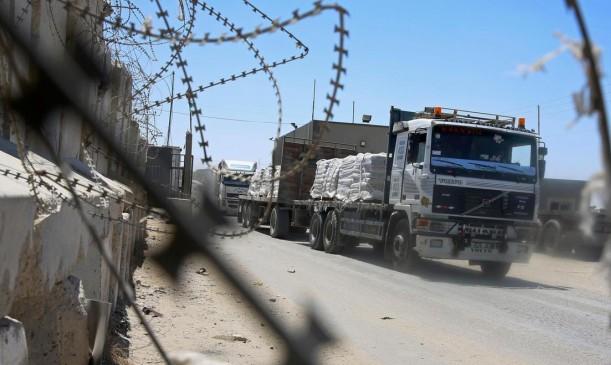 """مستوطنو """"غلاف غزة"""" يعترضون الشاحنات للقطاع"""