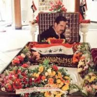 قيادي إيراني سابق يُهين قبر صدام حسين