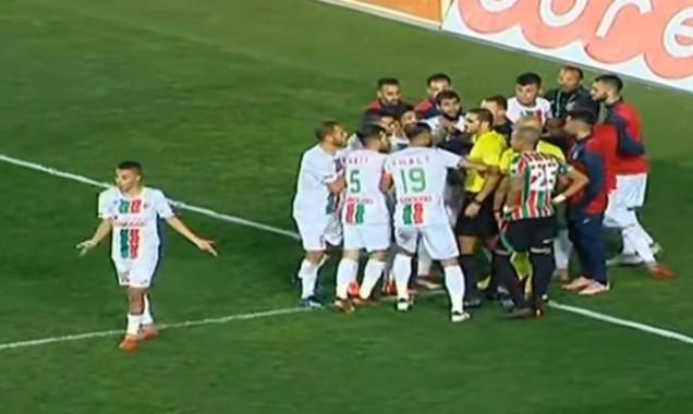 """فيديو: تقنية """"فار"""" تظلم فريقا جزائريا بتجربتها الأولى"""