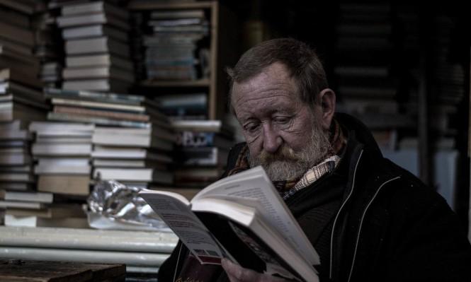 دراسة: مرض مزمن في العين يبطئ وتيرة القراءة