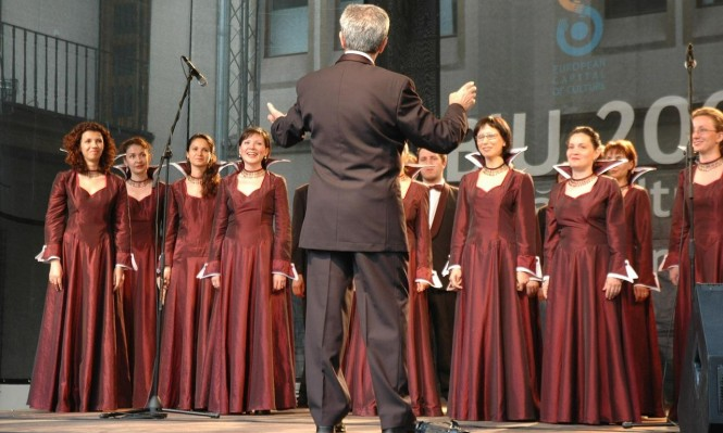 الغناء الجماعي يحسن التنفس والنفسية عند مرضى الرئة