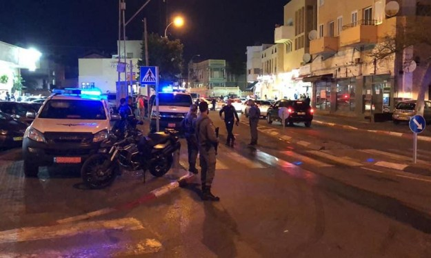 يافا: اعتقال مشتبه بإلقاء مادة مشتعلة على الشرطة
