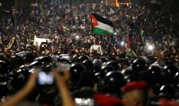 """#نبض_الشبكة: الأردنيون يحتجون على تجريم آرائهم """"الإلكترونية"""""""