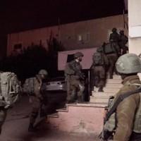 اعتقالات وإصابات بالضفة وتوغل عسكري محدود بغزة
