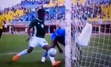 فيديو: لاعب يهدر فرصة تهديفية بشكل غريب