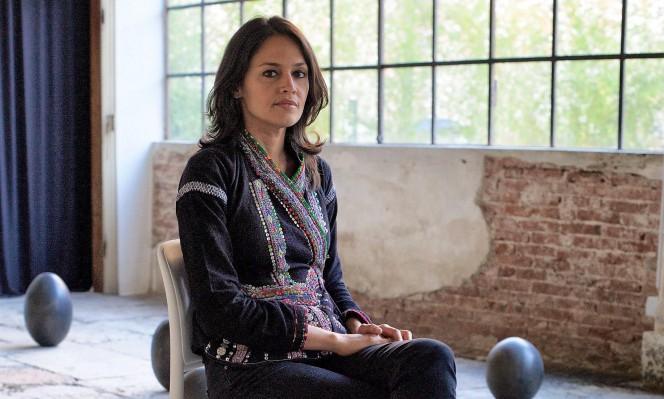 تيشاني دوشي: العقد الموقّع مع الشعر أبديّ، وغير قابل للتفاوض