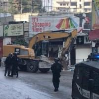 الهدم يتواصل: الاحتلال يدمر 16 محلا تجاريا في شعفاط