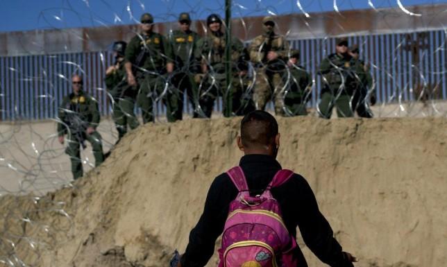 """ترامب يُطالب المكسيك بردع المهاجرين بـ""""أي طريقة كانت"""""""