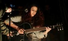 ليلة الميكروفون المفتوح في رام الله: مُتنفّس للشباب الفلسطينيّ