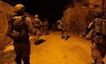 اعتقالات بالضفة وجرحى بمواجهات في مخيم جنين