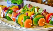تناول الخضروات والفاكهة يقي من الإصابة بمشاكل إدراكية لاحقًا