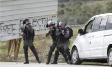 اعتقال 10 فلسطينيين بالضفة واستهداف مراكب الصيادين بغزة