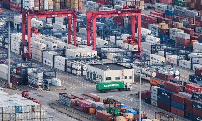 تراجع في الطلب المحلي والعالمي على البضائع الصينية