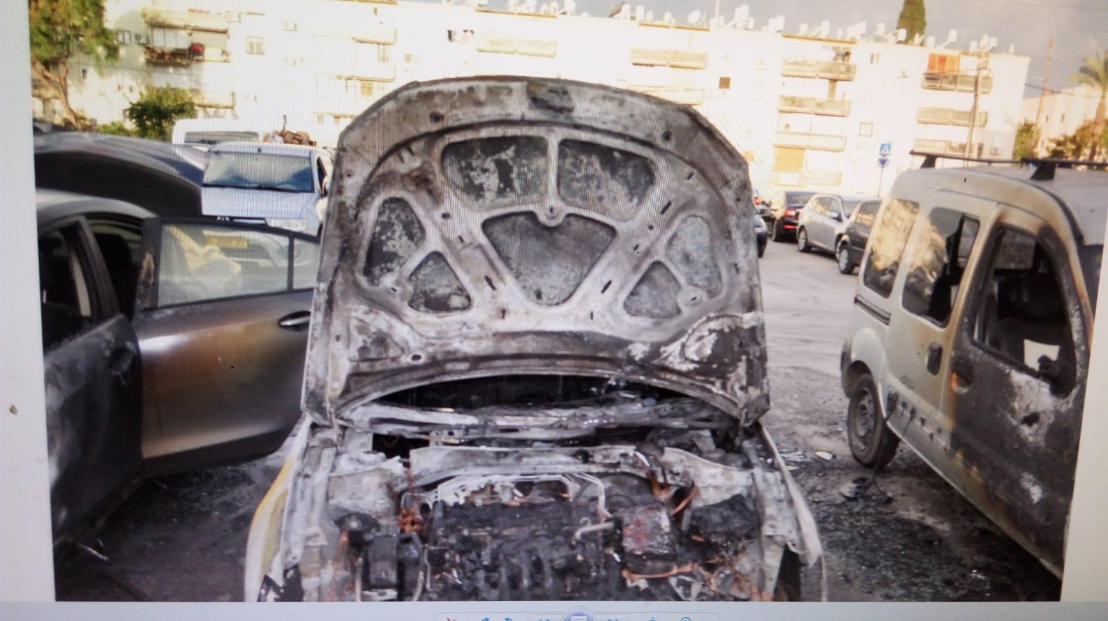عكا: احتراق 3 سيارات خصوصية