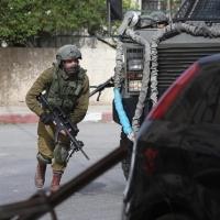 اعتداءاتُ الاحتلال والمستوطنين بالضفة: عشراتُ الإصابات واعتقالاتٌ وإغلاقُ مداخل