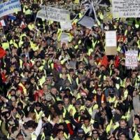 """تراجع شعبية ماكرون بظل احتجاجات """"السترات الصفراء"""""""