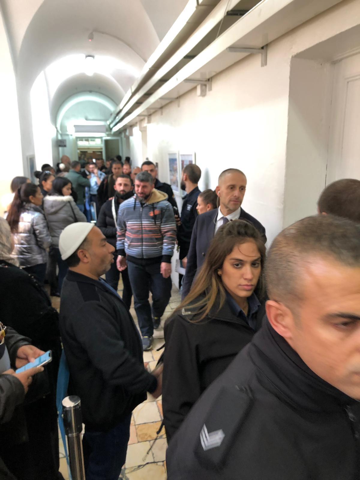 الاحتلال يفرج عن 12 مقدسيا شاركوا بحفل زفاف