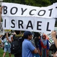 أميركا: طردُ مواطنة مسلمة من عملها لرفضها التعهُّد بعدم مقاطعة إسرائيل