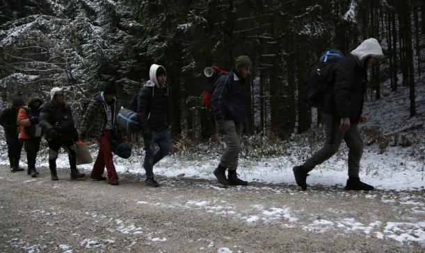 الشرطة الكرواتية تنتهك القانون الدولي بتعاملها مع اللاجئين