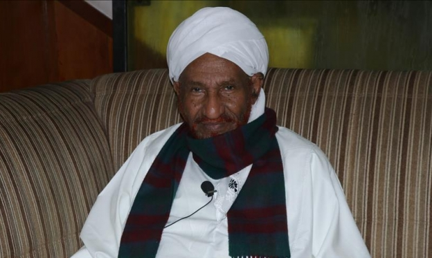 السودان: الصادق المهدي يعود من المنفى ويدعو لعقد اجتماعي