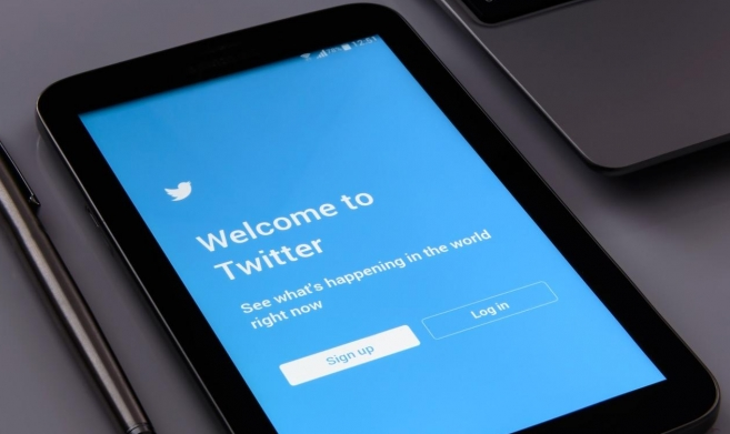 """""""تويتر"""" تحجب حسابات قياديين في حماس بإسرائيل"""