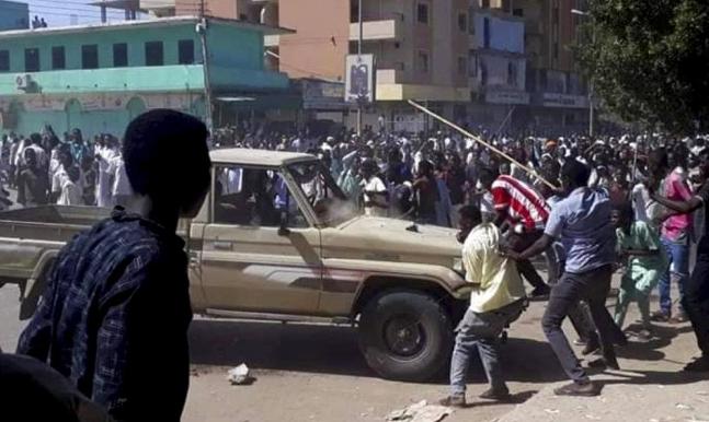 """السلطات السودانية تمنع """"التلفزيون العربي"""" من تغطية الاحتجاجات"""