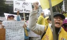 التايوانيون يرتدون السترات الصفر في تظاهرات ببلادهم