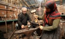 تركية تصر على العمل حدّادة منذ 48 عامًا