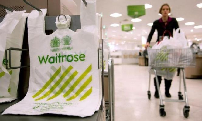 بريطانيا تفرض رسوم على الأكياس البلاستيكية لتقليل ضررها